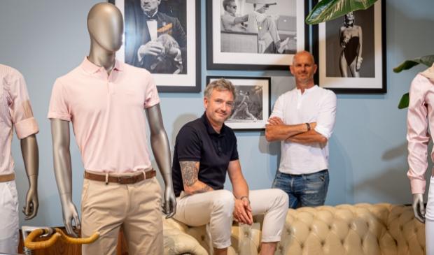 Jeremy en Ronald tussen de stijliconen van ICONIC.