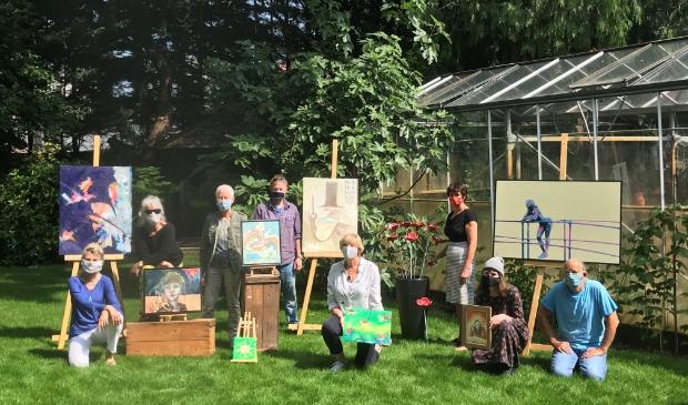 Acht van de elf kunstenaars die in Expoost hun 'coroneske' werken laten zien.