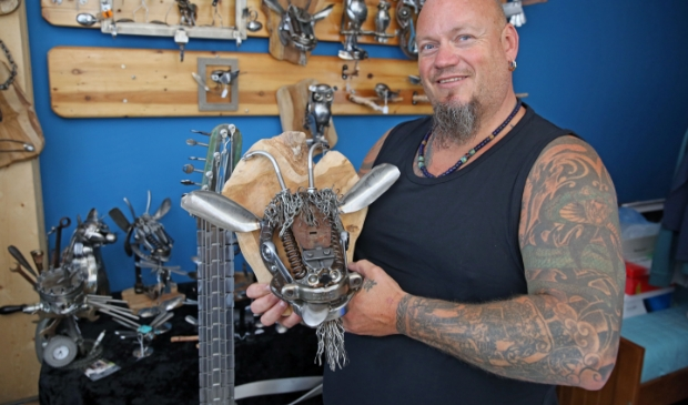 Theo Kroon is een meester in metal-art.