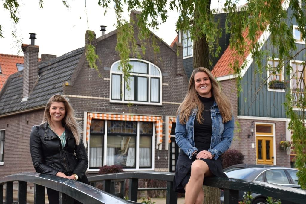 Volendam is een nieuwe podcast rijker, Podcast zonder naam.  (Foto: aangeleverd) © rodi