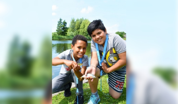 Jaarlijks maken zo'n 200.000 kinderen kennis met sportvissen via vriendjes, familie of een visles op school.