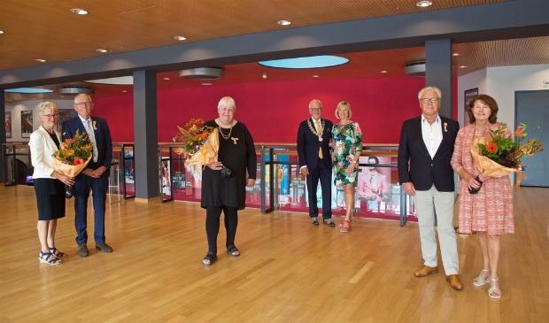 Van links naar rechts: de heer en mevrouw Könst, Martha Kruijer, de heer en mevrouw Bruinooge, de heer en mevrouw Diependaal