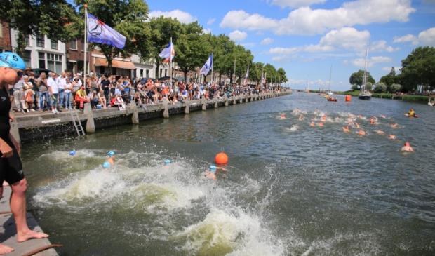 Dit keer geen Brakeboertrofee in de Oosterhaven maar in eigen zwemwater.