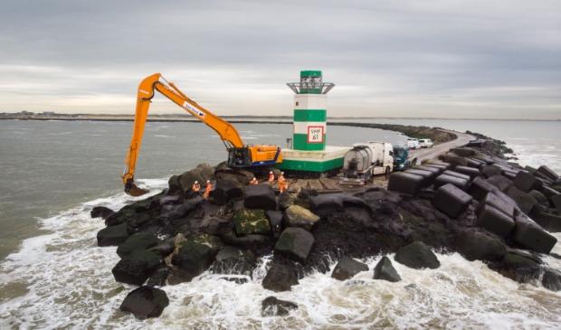 Rijkswaterstaat start op 3 augustus met groot onderhoud aan het zuidelijk havenhoofd IJmuiden.
