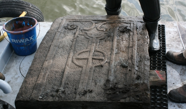 De sarcofaag die werd gevonden in Etersheim.