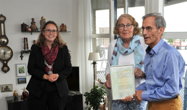 Felicitaties van burgmeester van Wormerland Judith Michel voor het echtpaar Scholte-Burghout vanwege hun 60-jarig huwelijk.