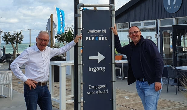John Cornelisse (ondernemer en compagnon van PlaZand rechts) en Rob Wieleman (ondernemer Kennemer Business zakennetwerk) heten de gasten alvast welkom.