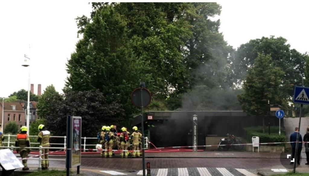 De politie heeft een verdachte aangehouden in verband met die vanmorgen woedde in de Singelgarage in Alkmaar.
