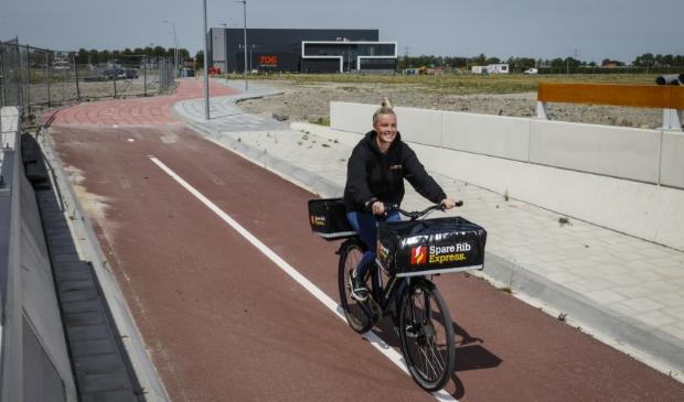 Bezoekers en werknemers kunnen vanaf dit moment veilig heen en weer fietsen tussen de wijk Bangert Oosterpolder en bedrijventerrein Zevenhuis.