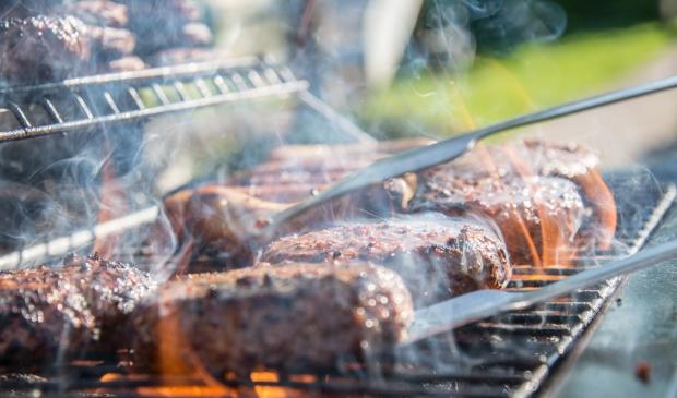 De gemeente gaat strenger handhaven op bezoekers die (geluids)overlast veroorzaken. Ook barbecuen is voorlopig niet meer toegestaan.