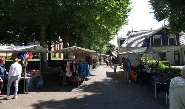 Kunstmarkt op 't Plein in Bergen, op zondag 2 augustus.