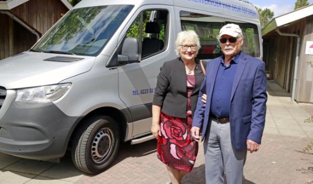 Echtpaar Apeldoorn is dagelijks bezig met de seniorenbus, de vrijwilligers en de ritten.