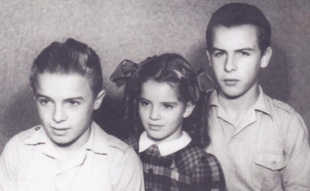Theo van Willigen met zijn broer en zusje. (Foto: aangeleverd) © rodi