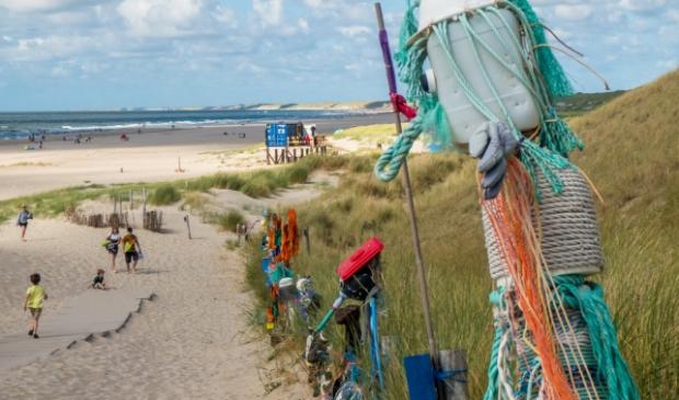 Kleurrijke kunst siert strandopgang Petten