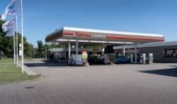 Eerste drie GP Groot tankstations in Total kleuren