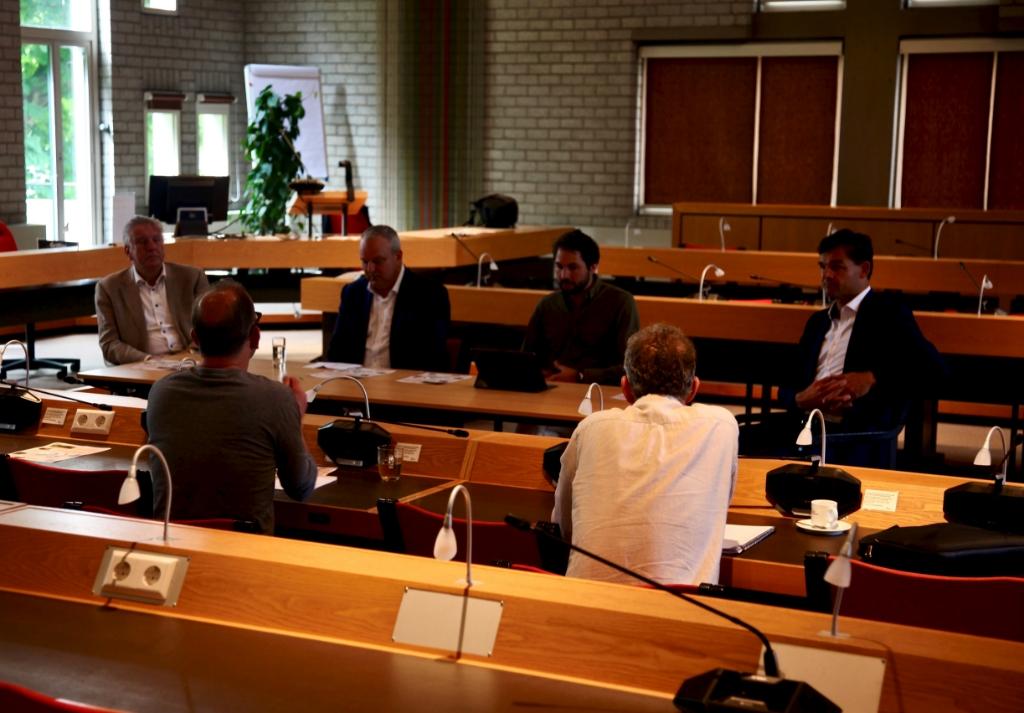 Wethouders in overleg over de ontwikkelingen van de Purmer op donderdag 2 juli jl.  (Foto: aangeleverd) © rodi