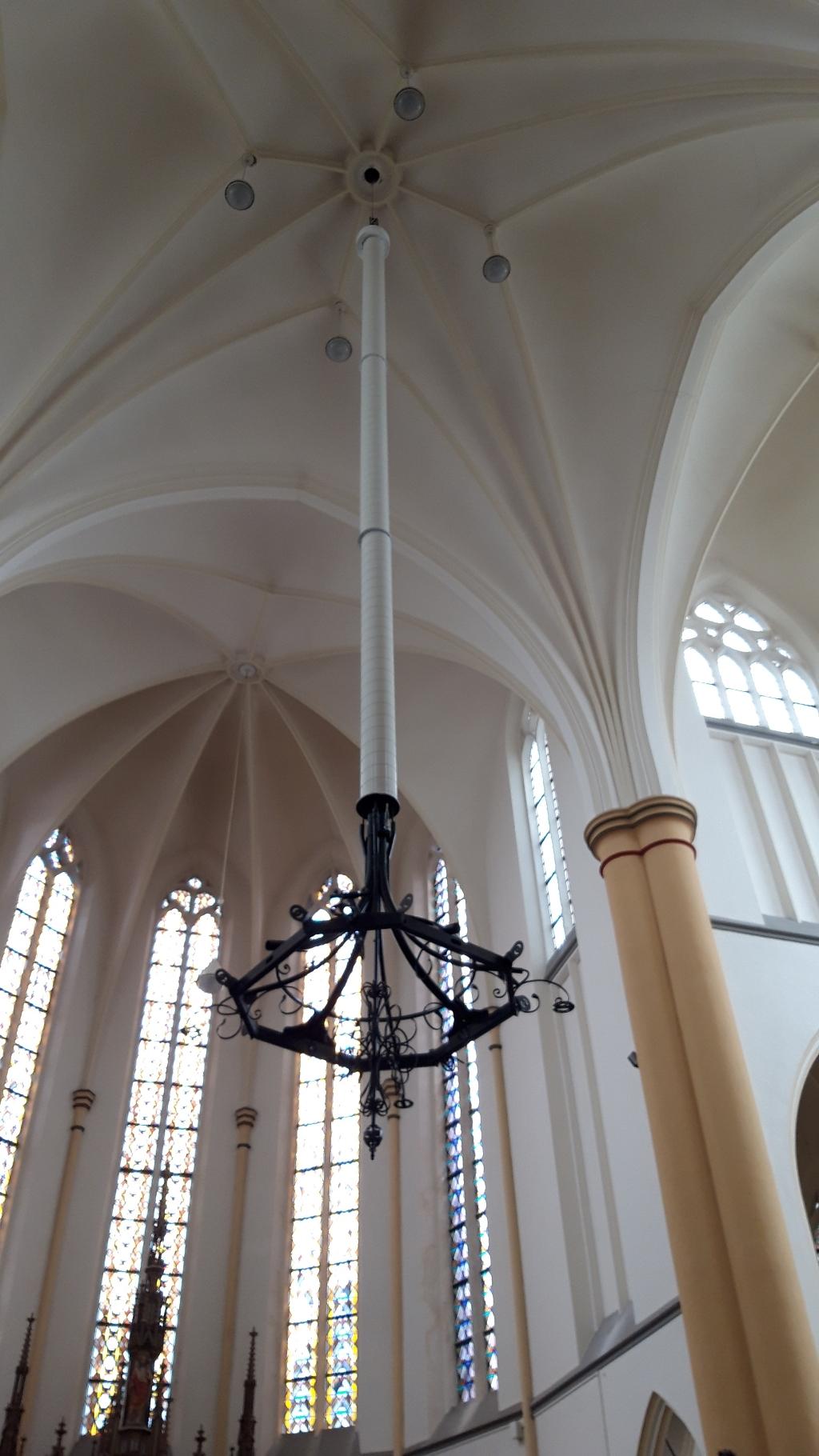 De verwarmingskroon hangt in de Christoforuskerk (Foto: pr) © rodi