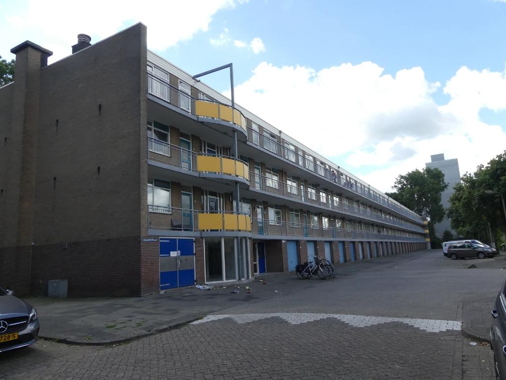 De lage flat aan de Gouwzeestraat wordt over een paar jaar gesloopt. (Foto: Cees Bandt) © rodi