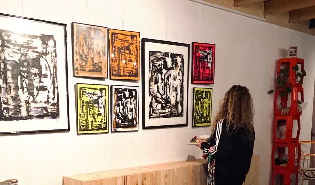 <p>Kara Legebeke in Makersplaats Schagen - expositiewand Makersplaats</p>