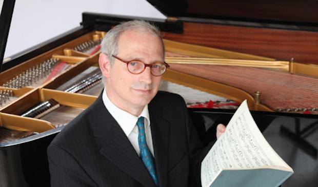<p>Sander Sittig speelt muziek van onder anderen Beethoven en Chopin.</p>