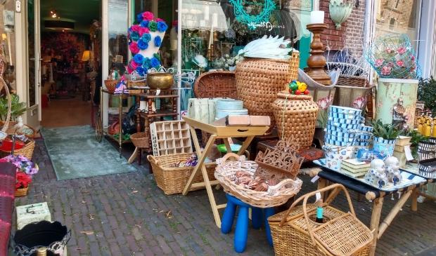 <p>Maison Miracle: winkel vol franje van Oranje en Sjaan van de Jordaan.</p>