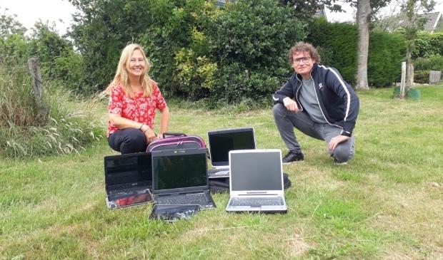 <p>Op de foto links Kim Bakkum van 'ICT vanaf Morgen' met Edwin Wittink.</p>