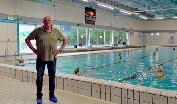 Directeur Herman Rijsdijk bij het 25 meterbad.