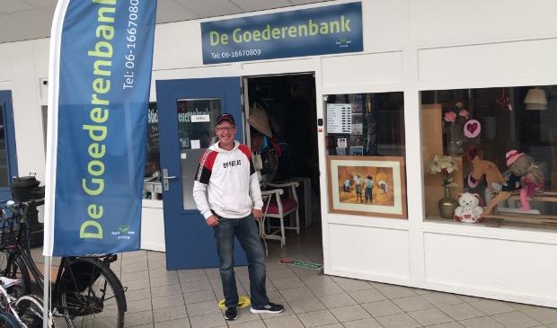 <p>Samuel van Sandijk voor zijn Goederenbank.</p>