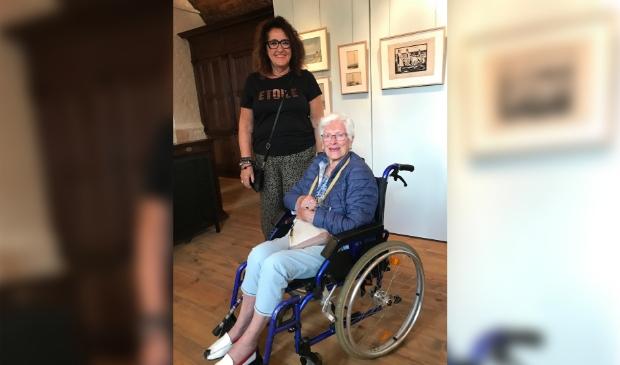 <p>Mevrouw Klaver met Tiny Opdam Pieterse. (Foto: Aangeleverd)</p>