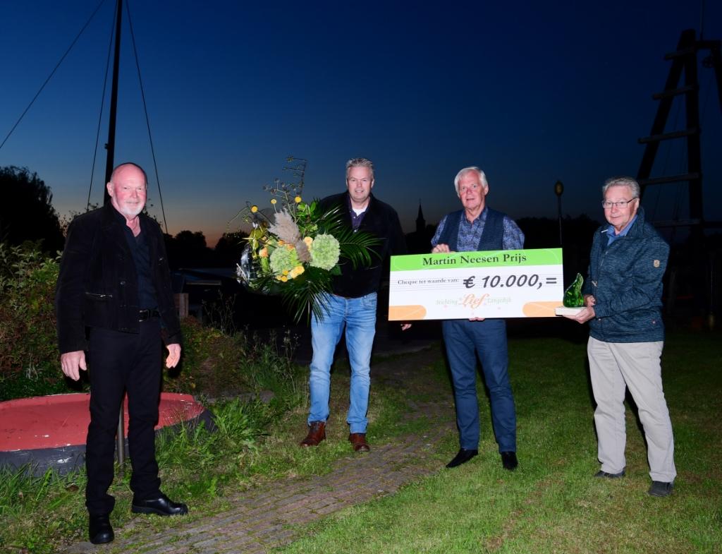 Het bestuur van St. Langedijk Waterrijk won 10.000 euro die onder andere wordt besteed aan onderhoud van de eilanden in het Oosterdelgebied.  ((Foto: Marjolein Ansink)) © rodi