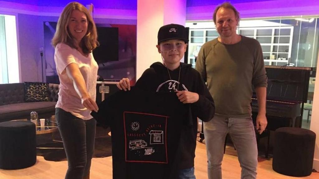 Seven met Radio 2 dj Rob Stenders en zijn sidekick Caroline Brouwer tijdens de speciale actieweek tegen kanker. (Foto: Radio 2) © rodi