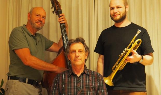 <p>Bassist Marco Mulder, Gerke de Boer en Dirk Waterval.</p>