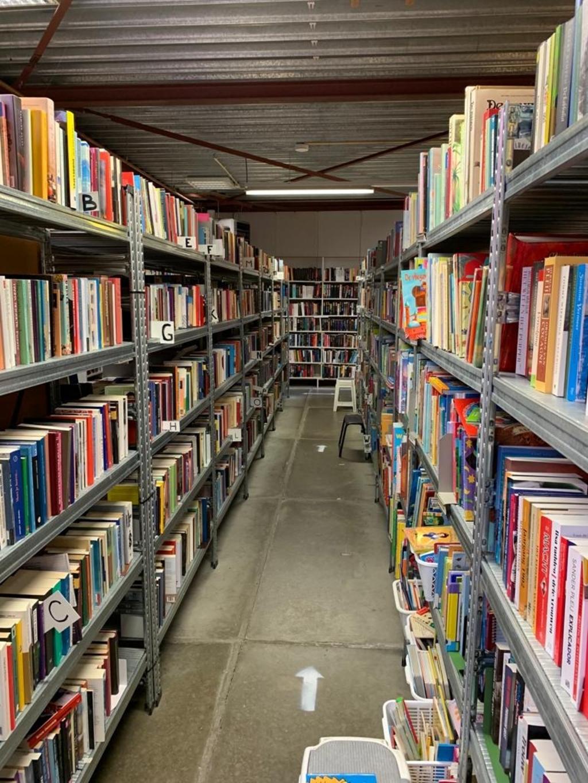 <p>Groot assortiment boeken bij Kringloopwinkel Muttathara.</p> <p>(Foto: Yvette van der Does/Rodi Media)</p> © rodi