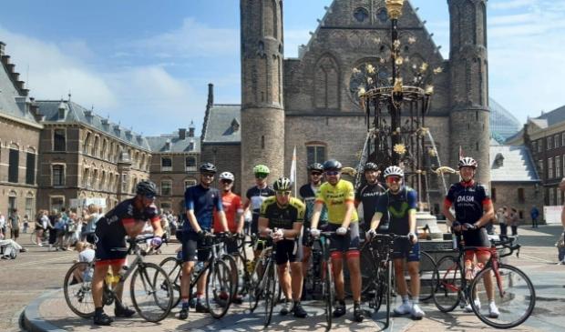 Strava club Marken gaat fietsen voor twee goede doelen.