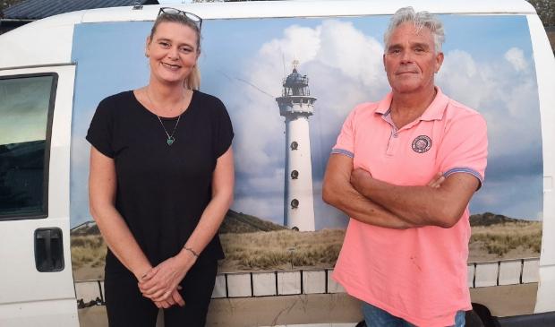 <p>Erwin en Marja Palsma moedig voorwaarts in Egmond aan Zee</p>