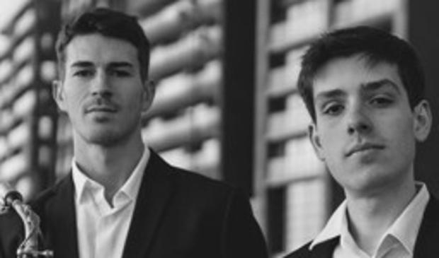 <p>Het piano-saxofoon duo Victor Naranjo op piano (r) en Carlos Giménez op saxofoon.</p>
