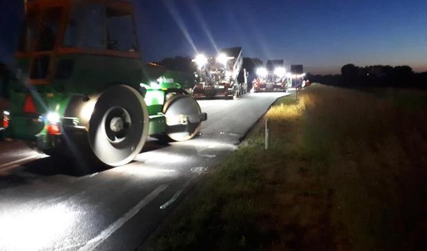 Tijdens de nachten wordt het asfalt gerepareerd.