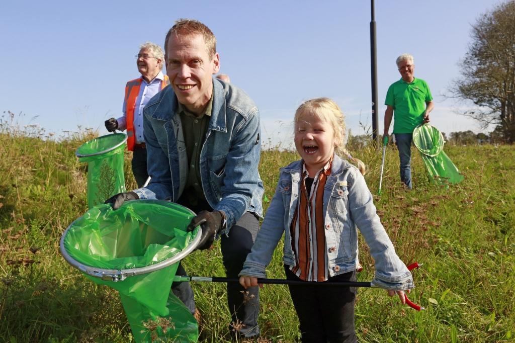 Wethouder Langedijk had zijn dochtertje meegenomen. (Foto: Theo Annes) © rodi