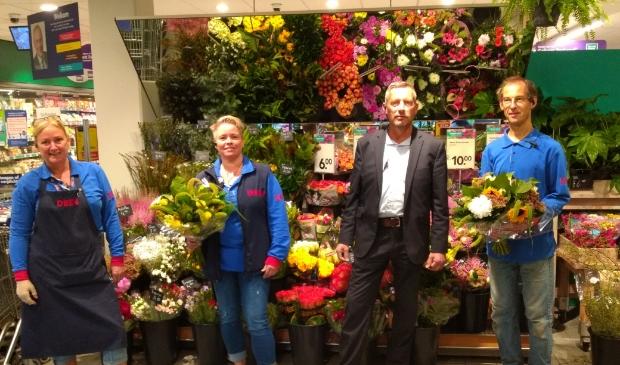 <p>Medewerkers van Deen kunnen de bloemetjes buiten zetten met coronabonus.</p>