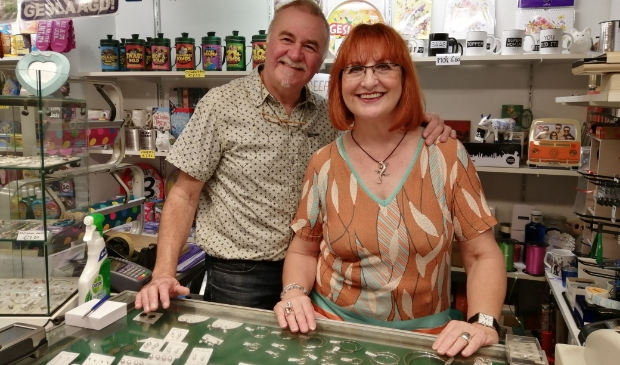 <p>Na 35 jaar stoppen Gertjan en Annelies met hun winkel.</p>