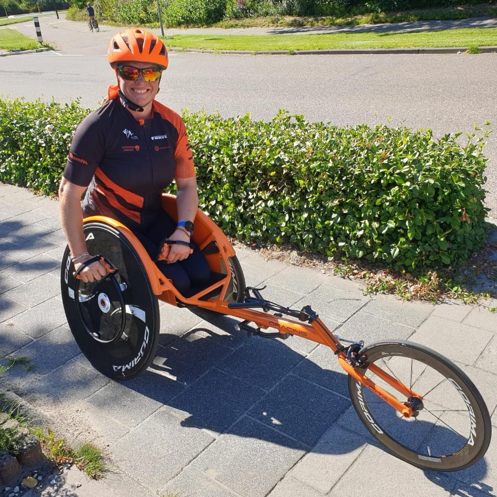 In de wheeler oefent Margret voor het alternatieve NK triatlon.  (Foto: Aangeleverd) © rodi