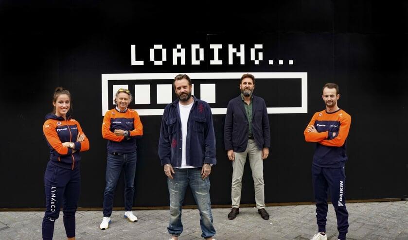 Van links naar rechts: Suzanne Schulting, Jeroen Otter, Robin van der Kaa (Lynk & Co), Herman de Haan (directeur-bestuurder KNSB) en Itzhak de Laat.