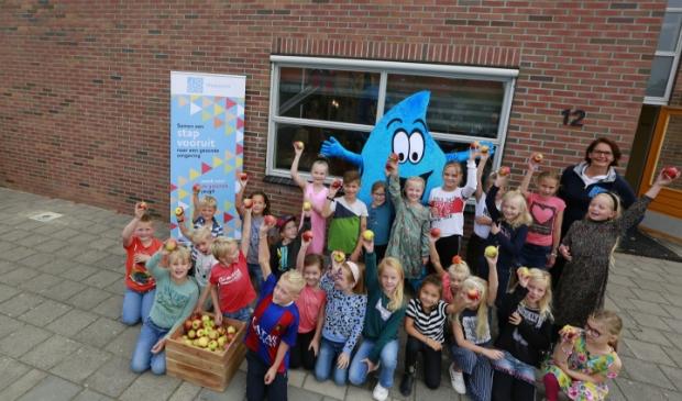 <p>Kinderen doen tal van activiteiten tijdens de Week voor de Gezonde Jeugd.</p>