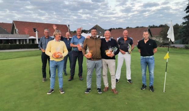 <p>De winnaars van 10 september bijeen.</p>