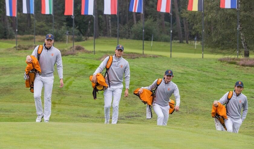 De mannen van Oranje op weg naar het strijdtoneel. Vlnr: Bob Geurts, Nordin van Tilburg, Kiet van der Weele en Jerry Ji.