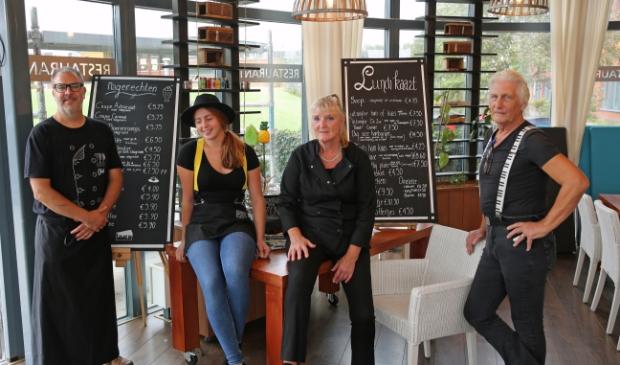 Peter Beentjes (r) en zijn team zitten vol ideeën om van Brasserie De Zon een bruisend middelpunt van de wijk te maken.