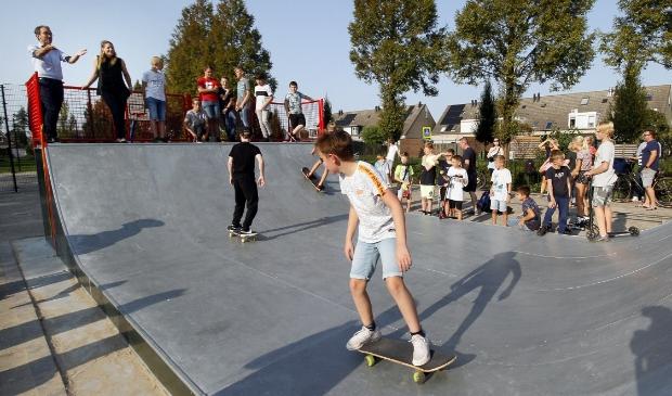 De skatebaan werd meteen uitgeprobeerd.
