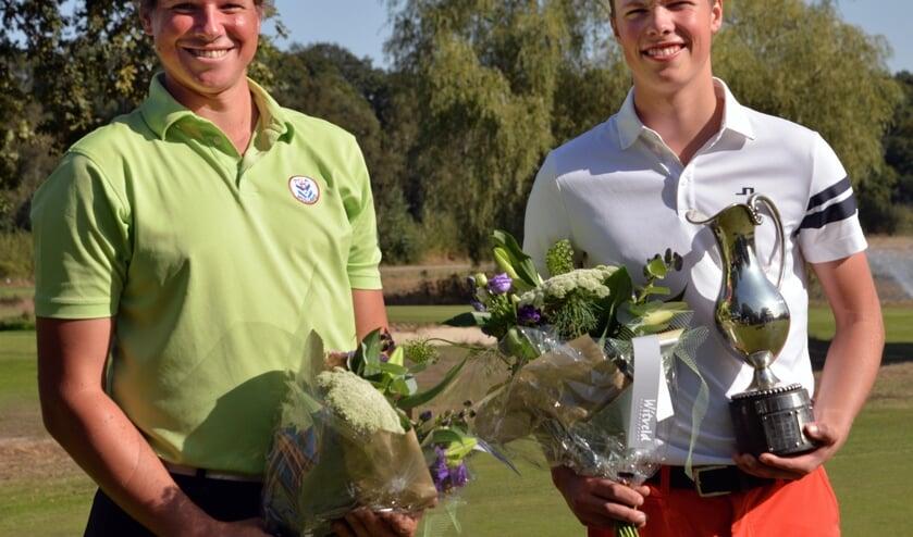 Rick Hessing (r) en Fernand Osther als winnaar en runner-up van het Nationaal Open Matchplay. (Foto's Sef Valentijn/GC Geijsteren)