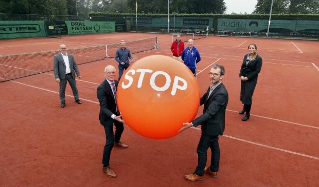 <p>Niels Bonenkamp (rechts) liet in oktober de Stoptoberbal rollen. Heeft hij nu een proefballonnetje opgelaten? Of zelfs een bom gelegd?</p>