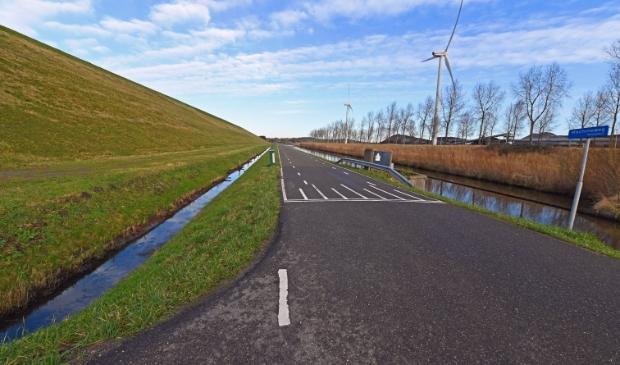 <p>De Machineweg zou, de uiterste westgrens van de Amsterdamse haven blijven. </p>